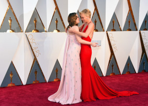 Emily Blunt e Charlize Theron (Jordan Strauss/Invision/AP)