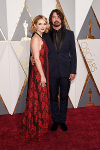HOLLYWOOD, CA - FEBRUARY 28: Musician Dave Grohl (R) and Jordyn Blum attend the 88th Annual Academy Awards at Hollywood & Highland Center on February 28, 2016 in Hollywood, California. (Photo by Kevork Djansezian/Getty Images)