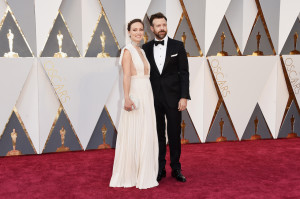 HOLLYWOOD, CA - FEBRUARY 28: Actors Olivia Wilde (L) and Jason Sudeikis attend the 88th Annual Academy Awards at Hollywood & Highland Center on February 28, 2016 in Hollywood, California. (Photo by Jason Merritt/Getty Images)