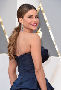 Sofia Vergara arrives on the red carpet for the 88th Oscars on February 28, 2016 in Hollywood, California. AFP PHOTO / VALERIE MACON / AFP / VALERIE MACON (Photo credit should read VALERIE MACON/AFP/Getty Images)